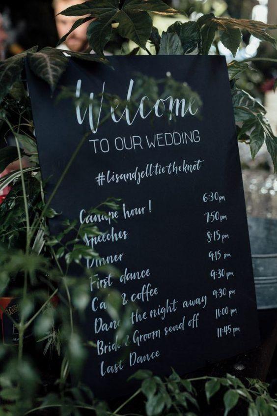 "alt=""carteles en una boda"""